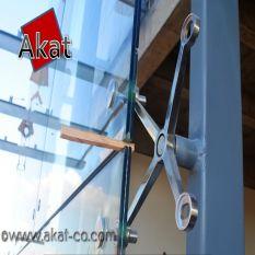 فاصله بین شیشه های نمای اسپایدر در سیستم خرپای فلزی