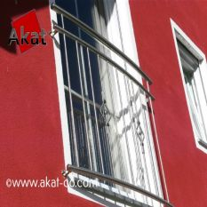 حفاظ استیل پشت پنجره