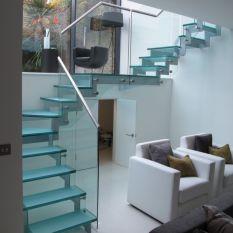 شرکت آکات طراح و مجری نرده شیشه ای