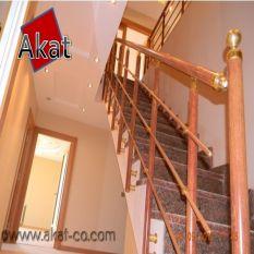 نرده آلومینیومی طرح چوب با گوی طلایی سر پله